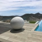The Egg in Carrara marble, 800 kg, installed June 2017